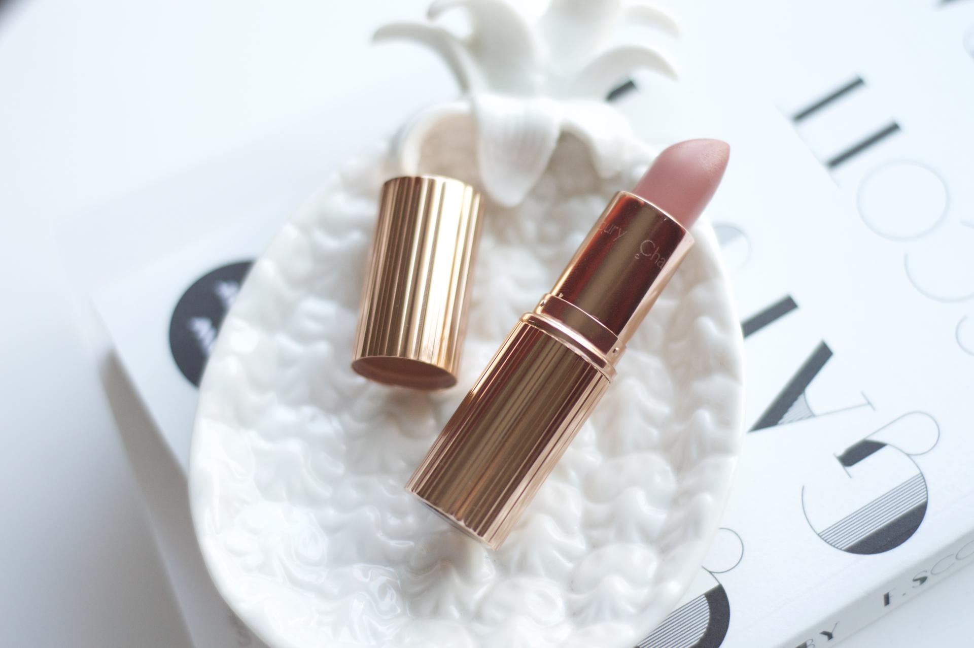 Made From Beauty Charlotte Tilbury K.I.S.S.I.N.G Lipstick in Bitch Perfect Flat