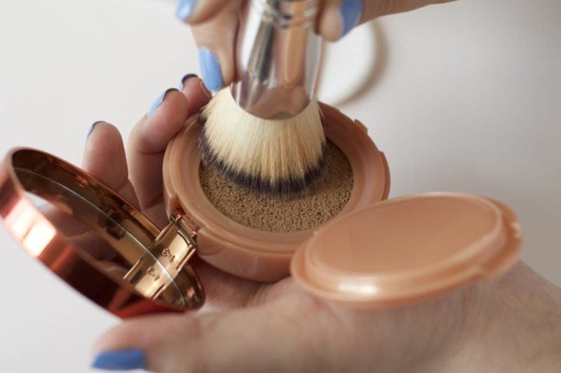 L'Oreal Glam Bronze Cushion Soleil with brush