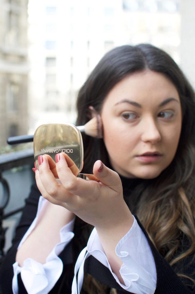 Dolce & Gabbana Glow Bronzing Powder Applying