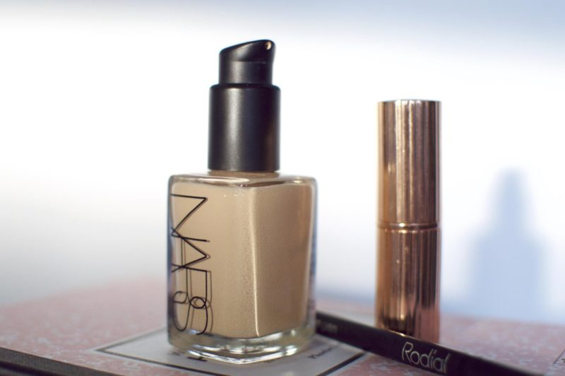 Basic Foundation: Nars Sheer Glow
